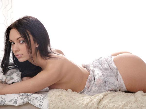 Brunette beauty Vikki drops her panties